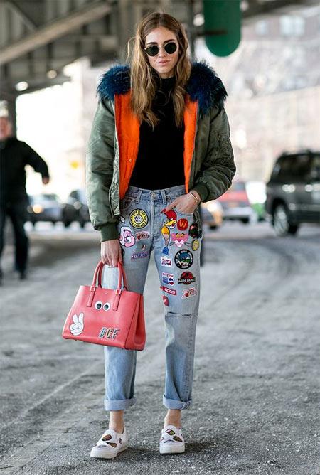 Джинсы с нашивками в стиле 90-х и куртка-бомбер с мехом