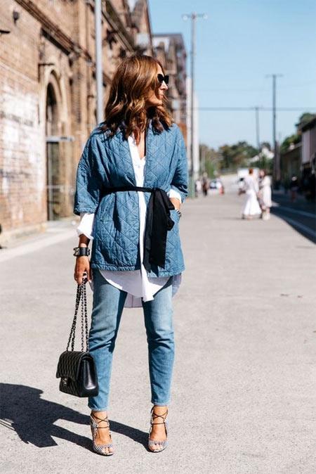 Многослойный образ 2018-2019: джинсы, куртка из денима и белая рубашка