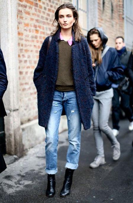 Образ 2018: джинсы, ботильоны, укороченное пальто