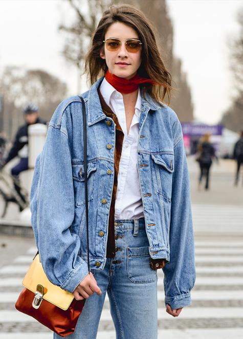 Джинсы и куртка в стиле 90-х