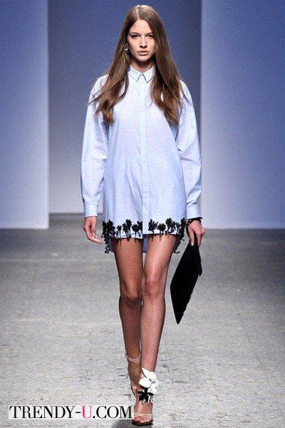 Рубашка модного нежно-голубого цвета