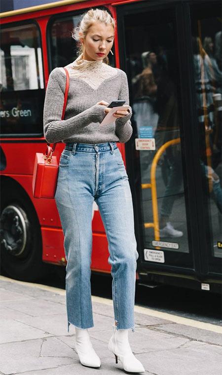 Джинсы с высокой талией и серый свитер