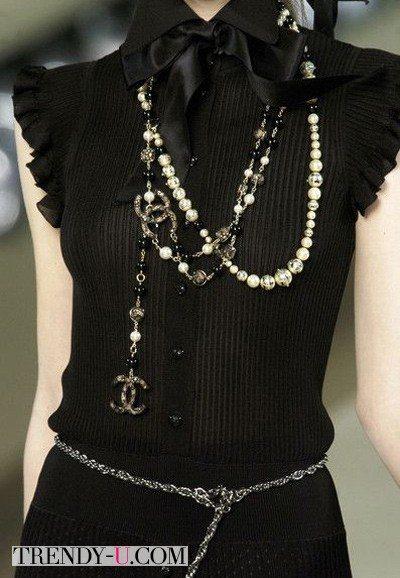 Черное платье и аксессуары, Chanel