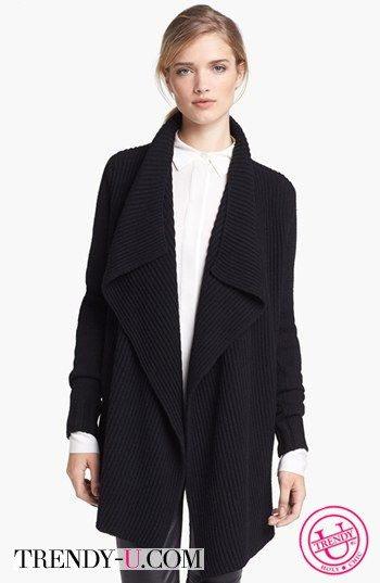 Черный кардиган в сочетании с рубашкой