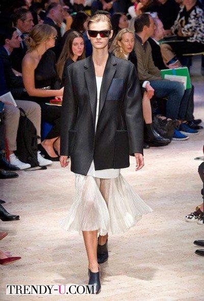 Пиджак бойфренда и белое платье