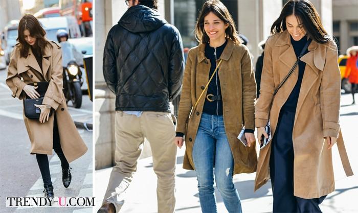 Уличные модницы носят бежевые тренчи