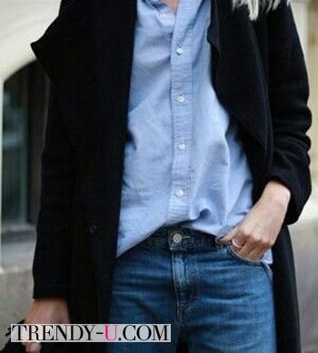 Голубая рубашка, джинсы, пальто