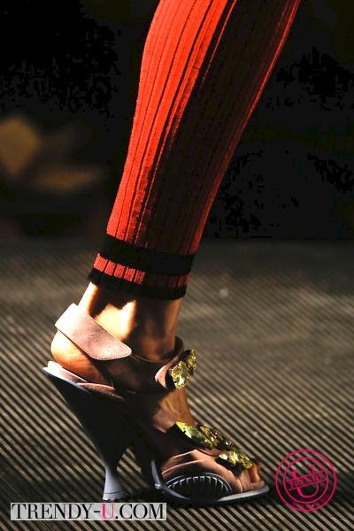 Туфли в сочетании с гольфами Прада 2014