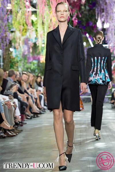 Черное пальто из коллекции Диор 2014