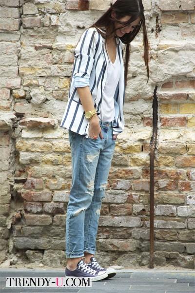 Пиджак и рваные джинсы