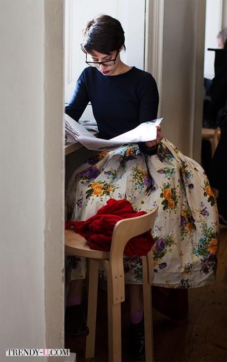 Девушка в пышной юбке
