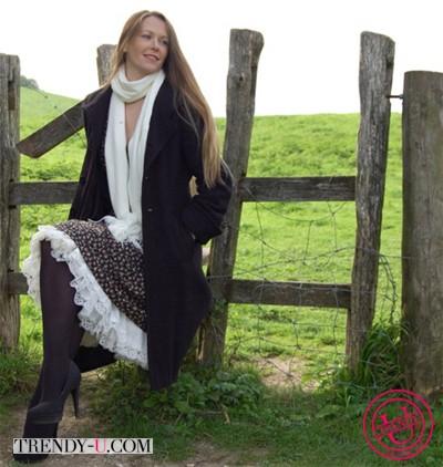 Пышная юбка и классическое пальто