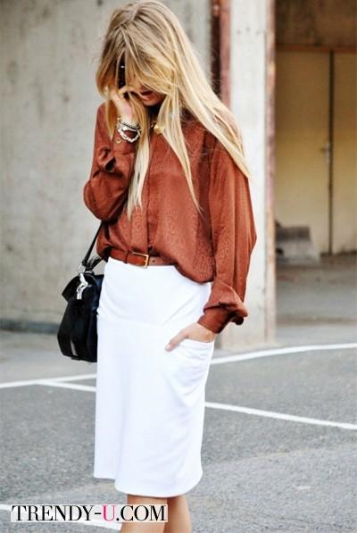 Белая юбка-карандаш и шелковая рубашка