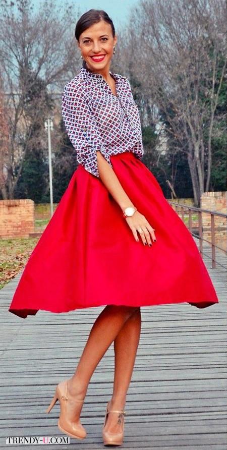 Пышная юбка красного цвета