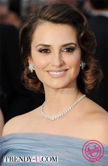 Перелопа Крус с крупными локонами на церемонии Оскар