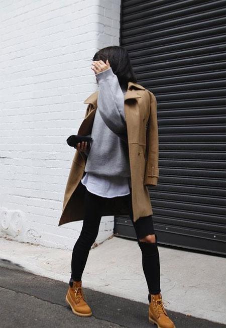 Тимберленды, черные джинсы скинни, свитер, пальто
