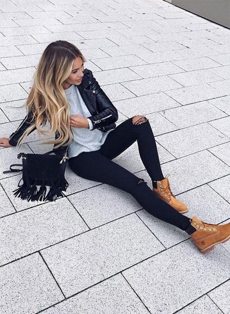 Тимберленды в сочетании с рваными джинсами