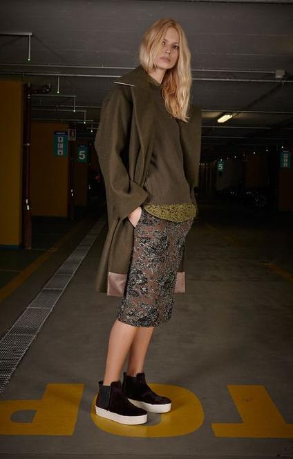 Прямая юбка, пальто оверсайз, ботинки