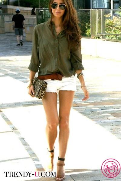 Рубашка цвета хаки и шорты