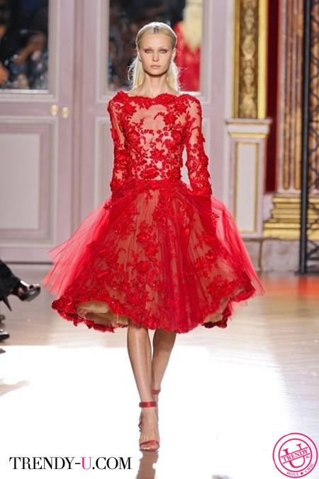 Красное кружевное платье Zuhair Murad