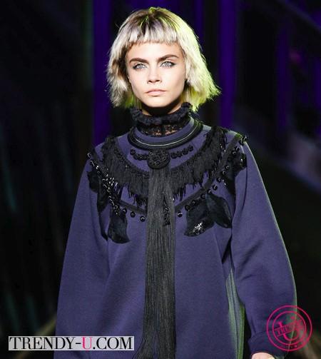Кара Делевинь на показе модной одежды для весны и лета 2014