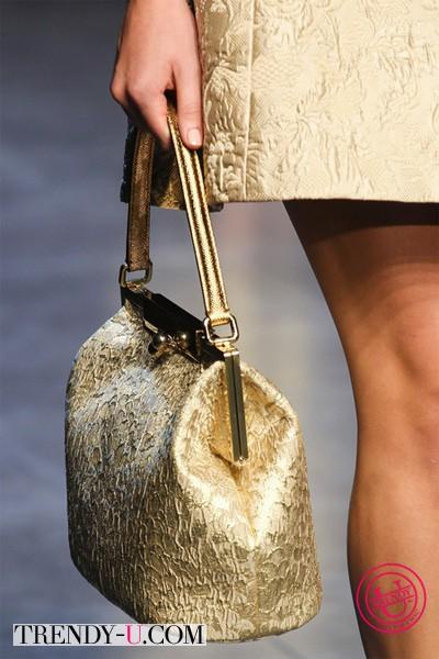 Золотистая сумка от Долче и Габбана 2014