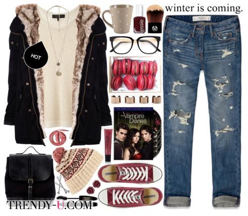 Черная парка, рваные джинсы, кеды