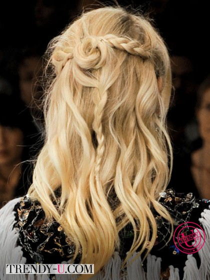 Модная прическа весна-лето 2014 - растрепанные косы