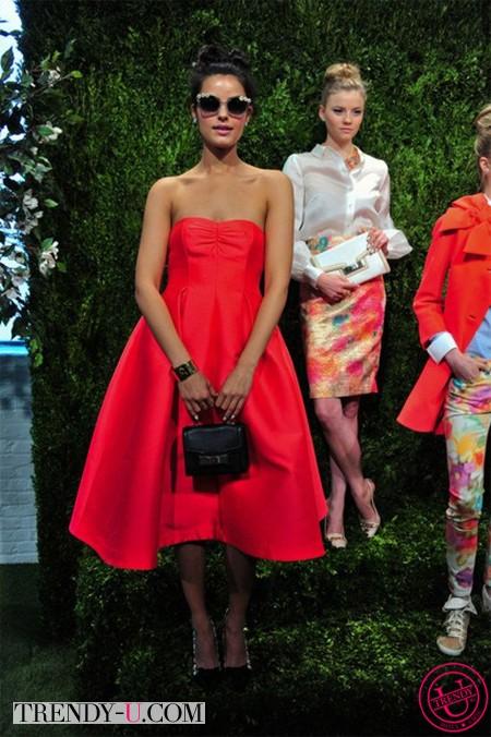 Красное платье-балеринка и аксессуары