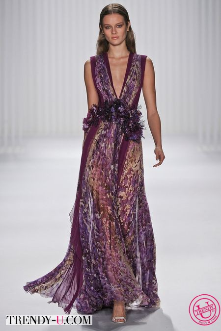 V-образный вырез и широкая юбка на платье