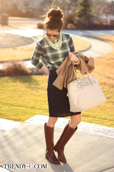 Клетчатая рубашка, вязаная юбка, высокие сапоги и жемчуг