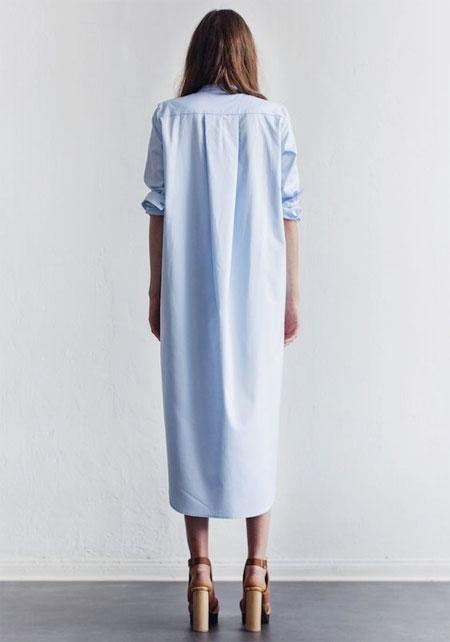 Голубое платье-рубашка в стиле оверсайз