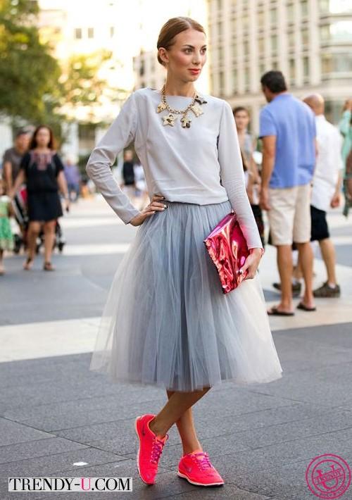 Пышная юбка и кроссовки