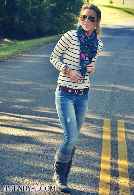 Тельняшка, джинсы, платок с цветочным принтом