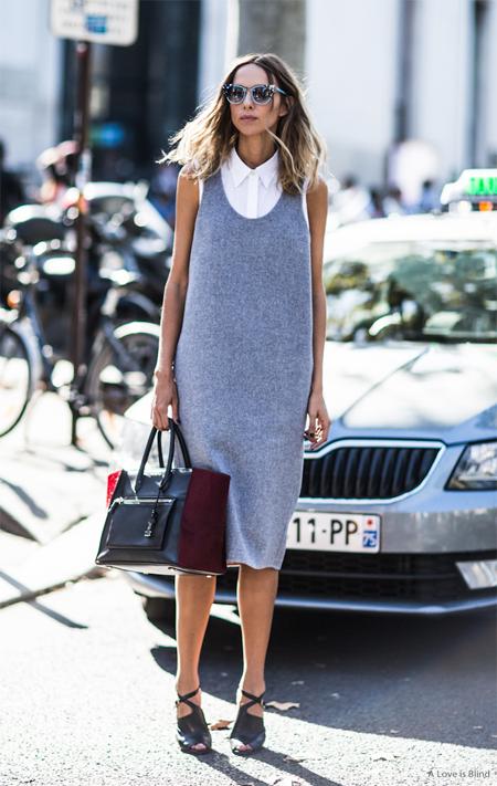 Серое платье без рукавов в сочетании с белой блузкой