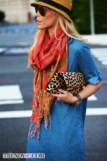 Платье из денима, платок, шляпа и клатч с леопардовым принтом