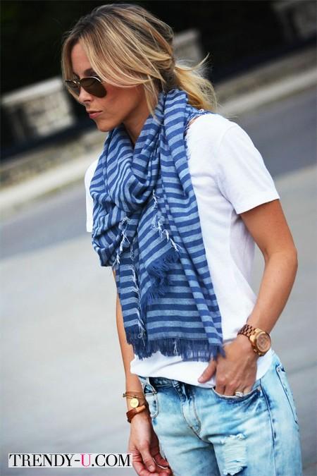Футболка, джинсы, шарф