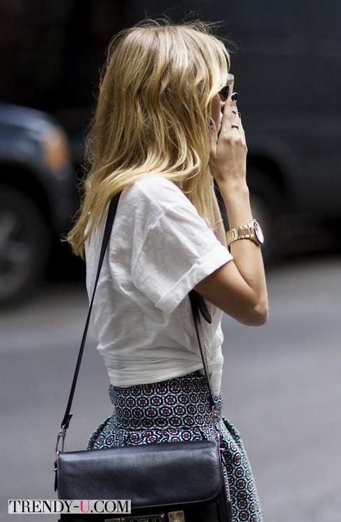 Белая футболка и пышная юбка
