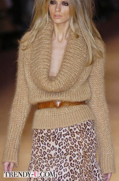 Лук со свитером и леопардовой юбкой от McQueen