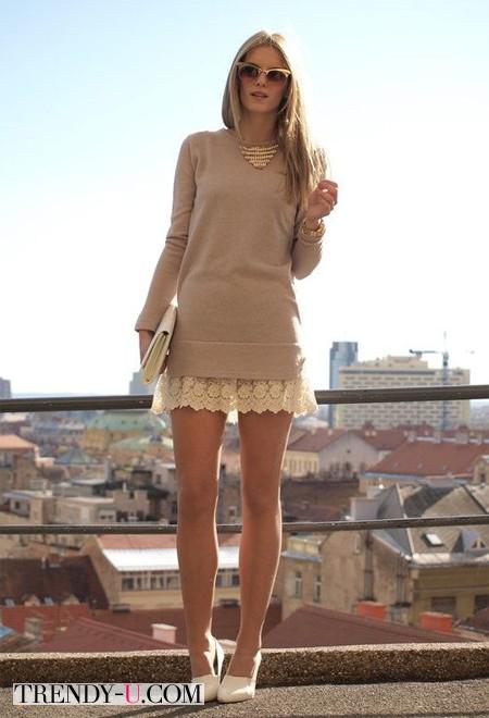 Кружевное платье и вязаный джемпер