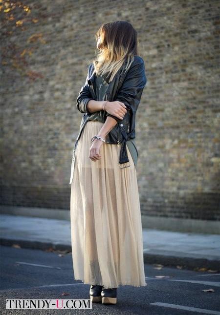 Кожаная куртка и полупрозрачная юбка