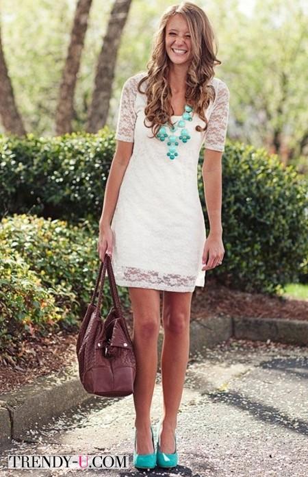 Кружевное платье молочного цвета и бирюза