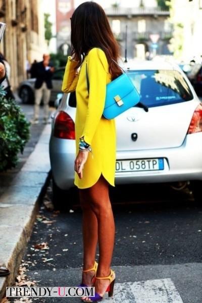 Желтое платье - голубая сумка