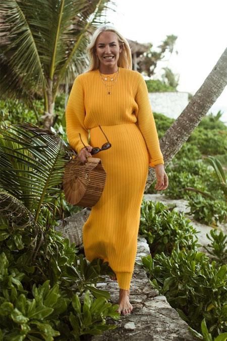 Желтое платье - коричневая сумка