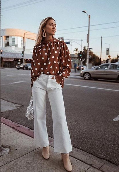 Блузка в горох в сочетании с летними брюками