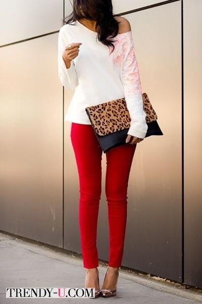 Красные брюки и леопардовый клатч