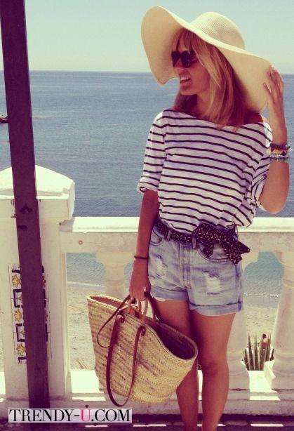 Плетеная сумка и образ в морском стиле