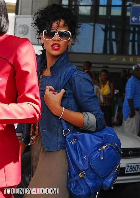 Рианна с рюкзаком