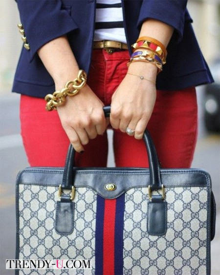 Красные брюки - синий пиджак