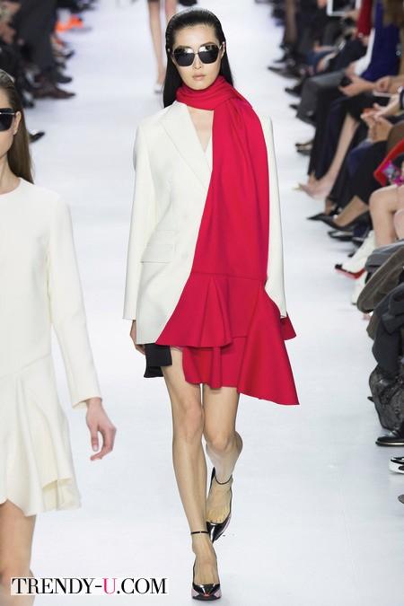 Платье в стиле ретро цвета Сангрия от Dior осень-зима 2014-2015